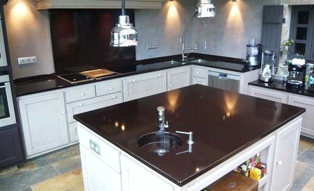 Agencement de cuisine salle de bain bar restaurant avec votre ebeniste dans l - Plan de travail en pierre de lave ...